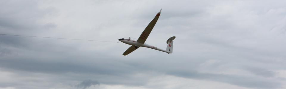 Segelfliegen mit einem Modell nahe Seeburg